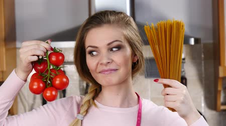 bolonhesa : Woman holding pasta and tomatoes