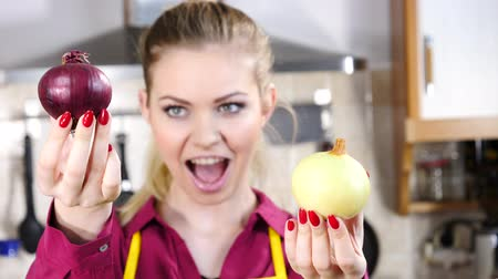 white onion : Woman holding red and white onion