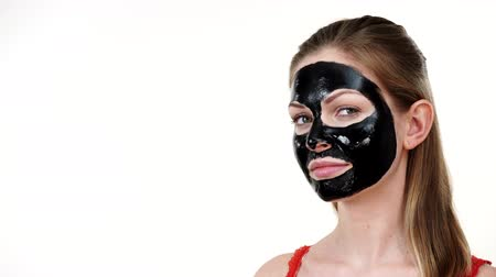 descamação : Girl with black carbo peel off mask on face