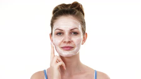 melisa : Woman applying mask cream on face