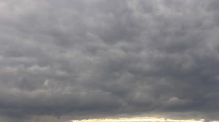 abaixo : Clouds on stormy skies time-lapse