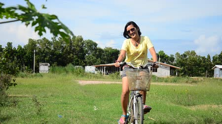 Таиланд : Thai women riding bicycle in the garden at Phattalung province of southern Thailand. Стоковые видеозаписи