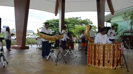 instrumento : Thai people play traditional thai musical instruments concert
