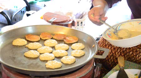 крахмал : Kanom Babin Thai dessert style pancake made from coconut, arrowroot starch and glutinous rice flour.