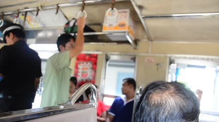 checagem : Ticket inspector on Train start at Bangkok go to Ayutthaya in Thailand Vídeos