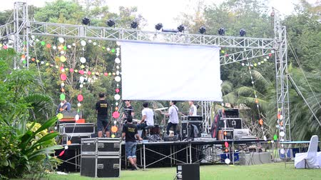 kultúra : Staff test and prepare stage for concert of staff party at garden