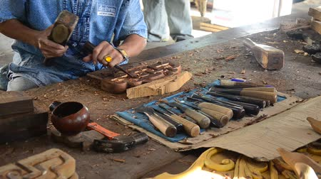 vytesaný : Thai people carving traditional thai art wood figure at workshop