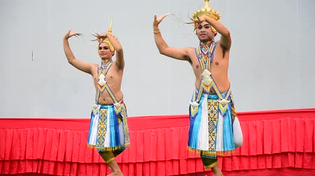 ratchaburi : Thai play Manohra Dance Classical Thai tune form of folk-dance in the south of Thailand show travelers at Wat Khanon on April 14, 2015 in Ratchaburi, Thailand.