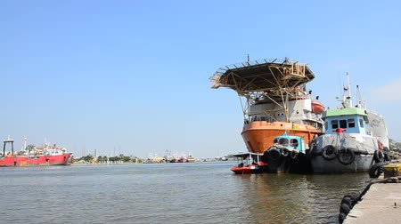 samut sakhon : Ship and boat stop at Tha Chalom harbour in Mahachai Pier at Mae klong river in Samut sakhon, Thailand