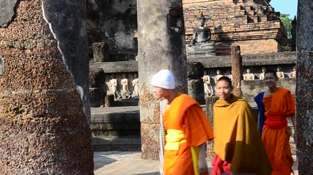 туристическим направлением : Monk group travel and walking at Sukhothai Historical Park in Sukhothai, Thailand