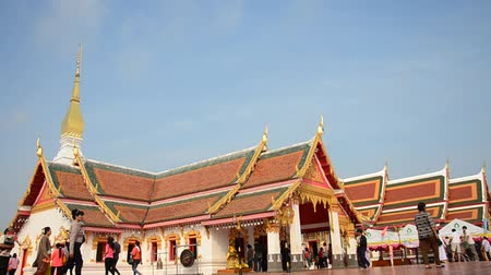 budist : Thai people travel and pray at Phra That Choeng Chum temple in Sakon Nakhon, Thailand