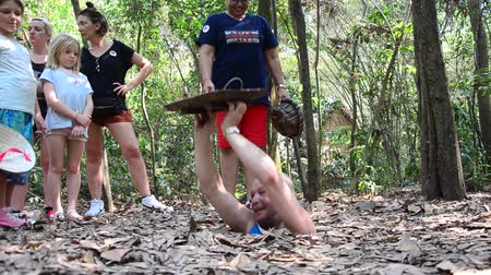 конг : People travel and trying to play entering tunnel at Cu Chi Tunnels in Ho Chi Minh, Vietnam