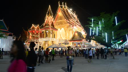 targi : People travel and look Lighting show and praying at Wat Lam Pho of annual festival Nonthaburi, Thailand. Wideo