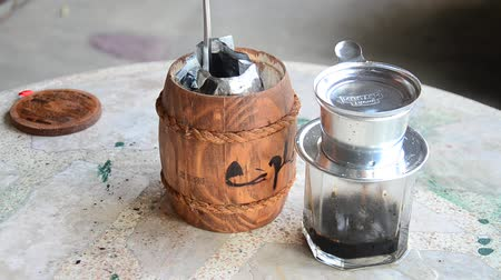 капельный : Tools for making vietnam hot coffee at home Стоковые видеозаписи