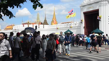 kaew : People and traveller walking cross over road at crosswalk at front of Wat Phra Kaew Temple of the Emerald Buddha on July 7, 2016 in Bangkok, Thailand
