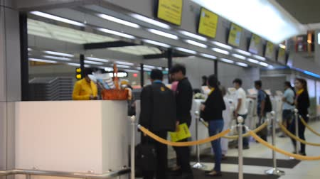 bekleme : Thai people and traveller waiting and check-in ticket for flight in Don Mueang International Airport in Bangkok, Thailand