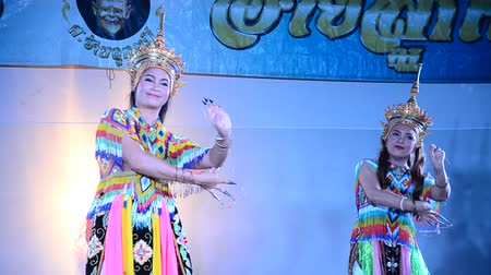 acteur : Manoradans is een traditionele dansvoorstelling kunst van het Zuiden voor show in Sat Thai Day festivals in Wat Bangpai in Nonthaburi, Thailand