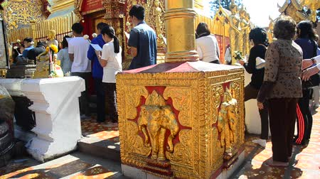 saygı : Asian thai people and foreigner respect pray and visit gold chedi of Wat Phra That Doi Suthep at Doi Suthep mountain in Chiang Mai, Thailand.