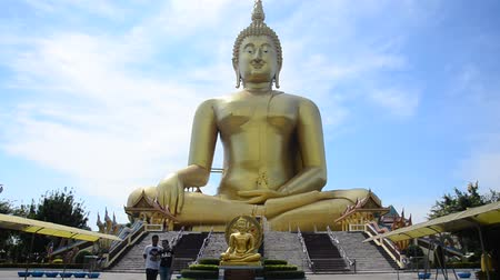 ひも : Asian thai worker people and foreigner travelers visit and pray respect with golden big buddha statue at Wat Muang temple in Ang Thong, Thailand 動画素材