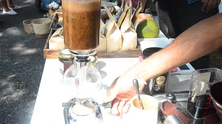 kahve molası : Thai people use Syphon Coffee Maker made hot coffee for show and sale for people at shop in organic market in Nakhon Ratchasima, Thailand
