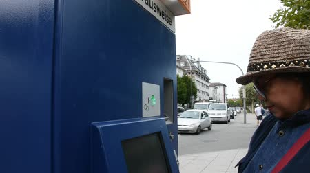 자동 판매기 : Thai old woman buy ticket of tramway from automatic sale ticket box at Heidelberg altstadt or old town station in Heidelberg, Germany