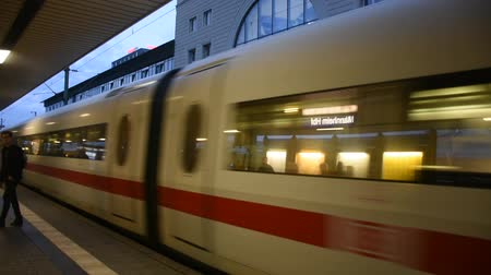 ekspres : People walk and wait with train running in terminal for send and receive passengers at Mannheim Hauptbahnhof railway station on September 5, 2017 in Mannheim, Germany Stok Video