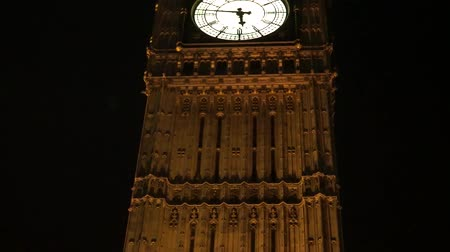 tilt : Big Ben, close up, at night