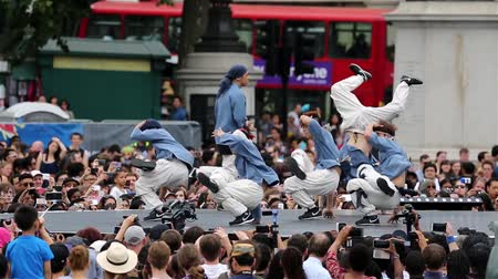 культурный : London, UK - August 9, 2015: Korean B-boys breakdance perform in Korean Festival at Trafalgar Square, spectators present.