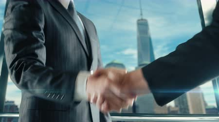 rentável : Businessman handshaking at important meeting in Manhattan third version
