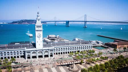 feribot : Time Lapse - San Francisco Ferry Building with ferries arrive and depart and the Bay Bridge Stok Video
