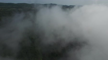 The camera flies through a cloud over the mountains. Dostupné videozáznamy