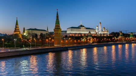kreml : Moscow Kremlin in the Evening, View from the Big Stone Bridge, Timelapse Video, Moscow, Russia Dostupné videozáznamy