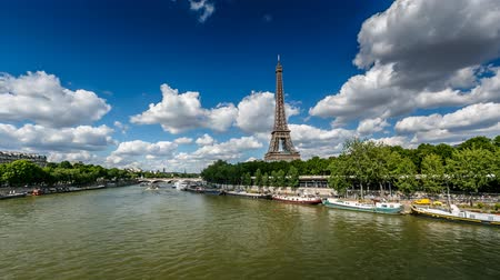 francja : Eiffel Tower and Seine River, Timelapse Video, Paris, France