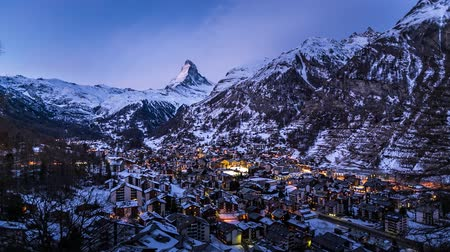 švýcarský : Aerial View on Zermatt Ski Resort and Matternhorn Peak in the Morning, Time-lapse, Zermatt, Switzerland