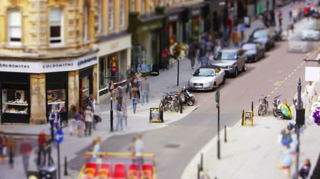 anglia : Time lapse of a busy high street with a tilt shift blur effect Stock mozgókép