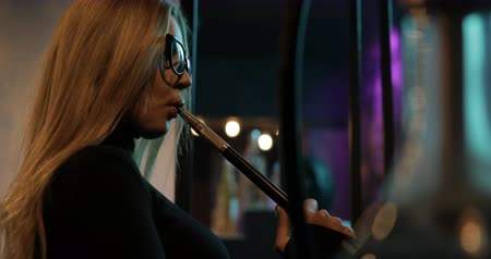 fumegante : Woman smoking a hookah Stock Footage