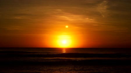 setting : Sunset and Sunrise over Ocean - Timelapse of Beautiful Orange Sun Setting on Sea - Time-Lapse on Water