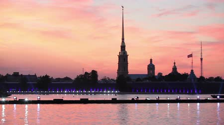 çekicilik : Peter and Paul Cathedral and fortress in Saint-Petersburg, Russia. White nights beginning
