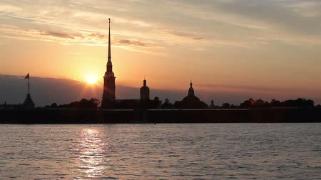 çekicilik : Time lapse of sun down with Peter and Paul Fortress silhouette. Saint-Petersburg, Russia Stok Video