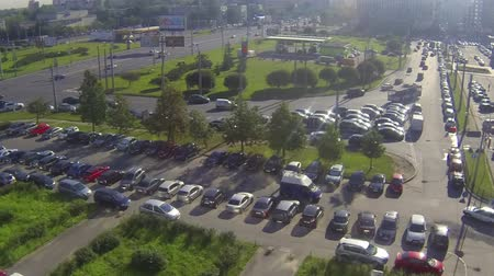 множество : City car parking in front of office building, time lapse Стоковые видеозаписи