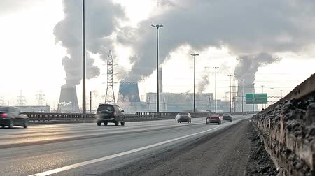 veneno : City ringway with air pollution from heat electric generation plant on December in Saint-Petersburg, Russia. Strong vapor and smoke due extreme cold
