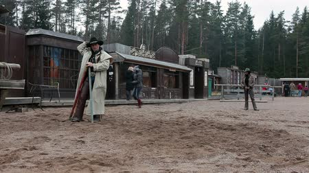 запад : Cowboy explains rules of the game for people on the ranch, Russia