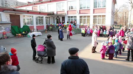 kreş : Parents with preschool kids meeting in nursery inner yard, Russia Stok Video