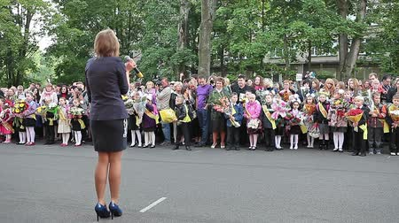 идущий : Student of high school singing to first-graders at the solemn meeting at the school. September 1. Russia