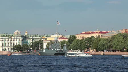 saintpetersburg : Neva river bay with Hermitage and Admiralty buildings. Saint-Petersburg, Russia Stock Footage