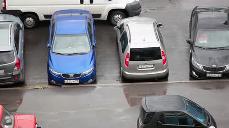 havai : Camera finding empty parking place above vehicles, Russia Stok Video