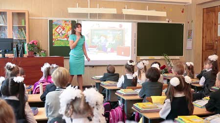 učitel : Teacher in classroom explains the lesson for pupils in school. September, 1 in Russia
