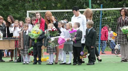 poezja : First graders performing at a school line, reading poetry. September, 1 in Russia Wideo