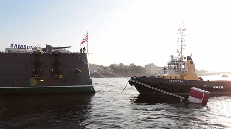 hawser : ST. PETERSBURG, RUSSIA - SEPT, 21, 2014: Towing hawser preparation for tugging cruiser Aurora for repair works, St. Petersburg, Russia. Cruiser Aurora is a symbol of Revolution of 1917 year