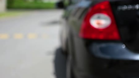 řídit : Flashing orange blinker light on rear lamp before car get a move